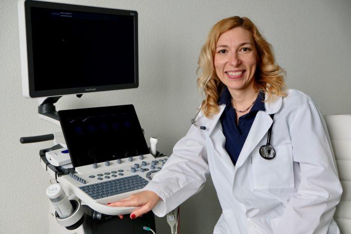 Gabriela Mathieu betreut Patienten mit Herzproblemen